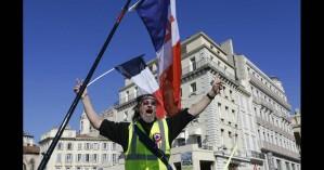 Συναγερμός στη Γαλλία: Αυτοκίνητο έπεσε πάνω σε «κίτρινα γιλέκα»