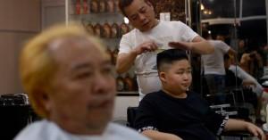 Ο κουρέας που μεταμορφώνει του πελάτες του σε Τραμπ και Κιμ Γιονγκ Ουν