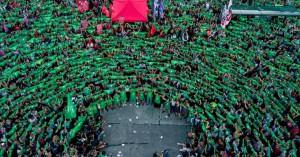 Εκατοντάδες γυναίκες στην Αργεντινή βγήκαν στο δρόμο για το δικαίωμα στην άμβλωση