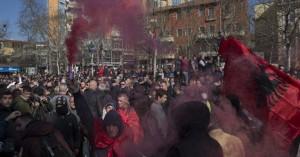 Καζάνι που βράζει η Αλβανία, χιλιάδες διαδηλωτές στους δρόμους κατά του Ράμα