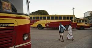 Ινδία: Εξήντα εννέα νεκροί από νοθευμένο αλκοόλ