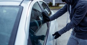 Χανιά: Του έσπασε το αυτοκίνητο για να του κλέψει τα τσιγάρα