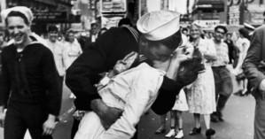 ΗΠΑ: Απεβίωσε ο ναύτης «του φιλιού της Times Square»