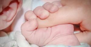 Συγκλονίζει η διπλή τραγωδία με δύο νεκρά μωρά στη Λάρισα