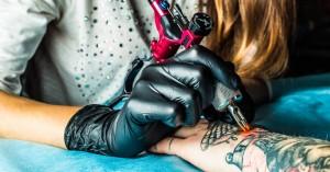 Η χώρα που απαγορεύει δια νόμου τα τατουάζ σε άτομα κάτω των 16 ετών