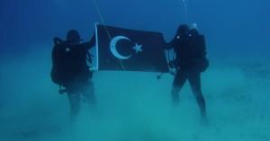 Απίστευτο! Η Τουρκική σημαία στον βυθό της Σούδας στην διάρκεια άσκησης του ΝΑΤΟ! (φωτο)