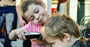 6χρονος άφησε την καρκινοπαθή συμμαθήτριά του να τον κουρέψει για συμπαράσταση