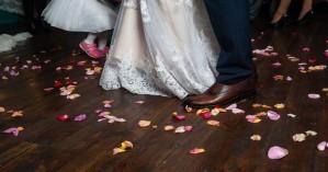 Κορωνοϊός: Ζευγάρι στον Τύρναβο έστησε γλέντι παρά τα μέτρα για τους γάμους