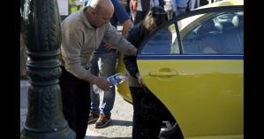 Γεννητούρια στην... Ακαδημίας: Το βιαστικό μωρό γεννήθηκε στο ταξί (φωτο)