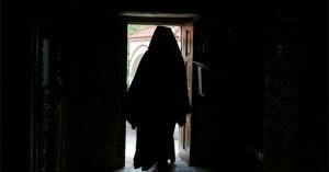 Ιερέας έταζε δουλειά σε ανέργους και τους αποσπούσε χρήματα