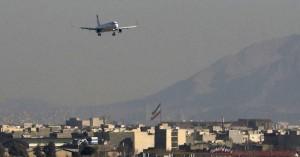 Αεροσκάφος έπιασε φωτιά την ώρα που προσγειωνόταν στο αεροδρόμιο