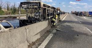Οδηγός πυρπόλησε λεωφορείο γεμάτο μαθητές στο Μιλάνο