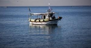 Ψαράς πάλεψε με τα κύματα για να σώσει τη ζωή του