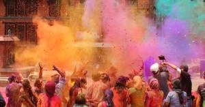 Εντυπωσιακές φωτογραφίες από τη Γιορτή των Χρωμάτων στην Ινδία