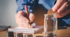 Δυο καθημερινές συνήθειες που αν τις κόψεις, θα εξοικονομήσεις έως και 2.000 ευρώ