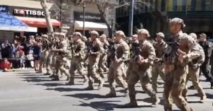 Τα «βατράχια» του Λιμενικού τραγούδησαν το «Μακεδονία ξακουστή» στη στρατιωτική παρέλαση