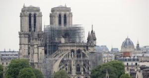 Παναγία των Παρισίων: Οι εργάτες παραβίασαν την απαγόρευση του καπνίσματος