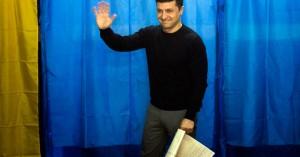 Μπροστά ο κωμικός Ζελένσκι στο β' γύρο των εκλογών στην Ουκρανία