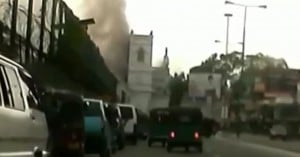 «Ματωμένο Πάσχα» στη Σρι Λάνκα: Δείτε τη στιγμή της έκρηξης σε μία από τις εκκλησίες