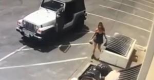 Γυναίκα πετάει νεογέννητα κουτάβια στα σκουπίδια και φεύγει (βίντεο)