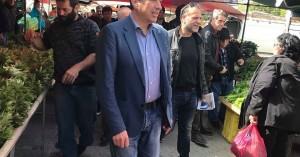 """Για τα """"μικρά και τα μεγάλα"""", ο Π. Ινιωτάκης στη λαϊκή αγορά των Πατελών"""