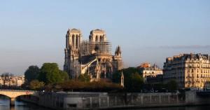 Παναγία των Παρισίων: Ναό από ξύλο στον περίβολο σχεδιάζουν οι γαλλικές αρχές