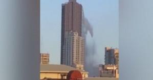 Η στιγμή που πισίνα πολυόροφου ξενοδοχείου «αδειάζει» στο κενό μετά τον σεισμό των 6,3R