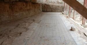 Χίος: Ρημάζει η αρχαία εβραϊκή Συναγωγή -Θαμμένα στη λάσπη θαυμάσια ψηφιδωτά