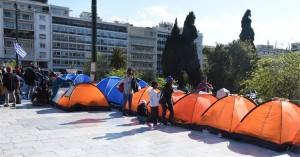 Μετανάστες παραμένουν σε σκηνές στο Σύνταγμα - Αρνούνται να μεταφερθούν σε δομές