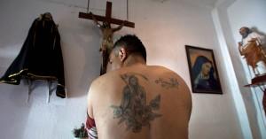 Η Αγία του Θανάτου που λατρεύουν οι βαρόνοι των ναρκωτικών και πολεμά το Βατικανό