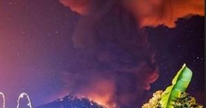 Εντυπωσιακές εικόνες από έκρηξη ηφαιστείου στο Μπαλί - Ακυρώθηκαν πτήσεις