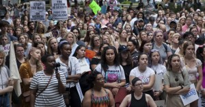 Αλαμπάμα: Χιλιάδες στους δρόμους κατά της απαγόρευσης των αμβλώσεων