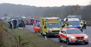 Γερμανία: Τροχαίο με ένα νεκρό και δεκάδες τραυματίες