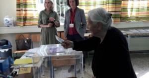 Ιωάννινα: Ψηφοφόρος ετών 103 - Χαμογελαστή στην κάλπη