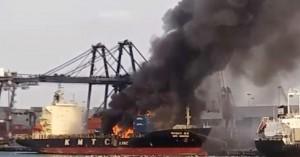 Ταϊλάνδη: Στο νοσοκομείο τουλάχιστον 130 άνθρωποι μετά από φωτιά σε φορτίου πλοίου