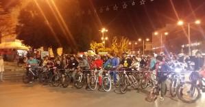 Πλημμύρισαν από ποδηλάτες τα Χανιά υπό το φως της πανσελήνου (φωτο – βίντεο)