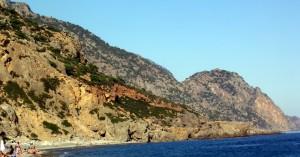 Ανάστατοι οι κάτοικοι της Σούγιας για την εικόνα που παρουσιάζει η παραλία της περιοχής