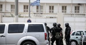 Φυλακές Κορυδαλλού: Μέχρι και τραπέζια του πόκερ βρήκαν τα ΕΚΑΜ!