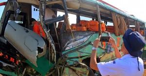 12 νεκροί σε τροχαίο όταν επιβάτης λεωφορείου άρπαξε το τιμόνι από τον οδηγό
