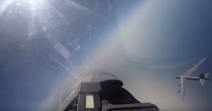 Εντυπωσιακό βίντεο: Ρωσικό Sukhoi Su-27 αναχαιτίζει αμερικανικό Β-52