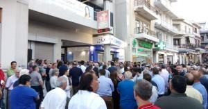 Έκλεισε ο δρόμος από τον κόσμο που παρευρέθηκε στα εγκαίνια του εκλογικού κέντρου της ΝΔ