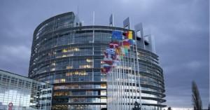 Τράπεζες και social media απειλούν την Δημοκρατία, πιστεύουν οι Ευρωπαίοι