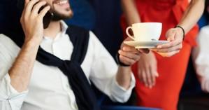 Γιατί δεν πρέπει να πίνουμε ποτέ καφέ ή τσάι στις αεροπορικές πτήσεις