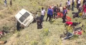 Τουρκία: Δεκατέσσερις νεκροί σε τροχαίο με μικρό λεωφορείο που μετέφερε μετανάστες