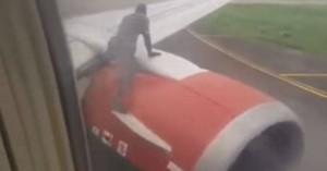 Άνδρας ανέβηκε στο φτερό αεροπλάνου πριν την απογείωση (βίντεο)
