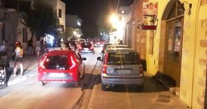 Έκαναν τα «πεζοδρόμια» της παλιάς πόλης των Χανίων χώρους στάθμευσης (φωτο)