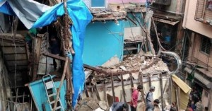 Κατέρρευσε κτίριο στην Ινδία - Δύο νεκροί, δεκάδες παγιδευμένοι στα ερείπια