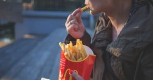 Πυροβόλησε στα McDonald's γιατί οι πατάτες της ήταν κρύες!