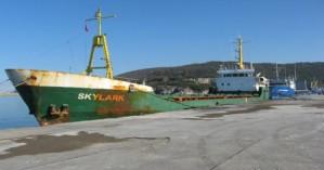Αποφεύχθηκε ο κίνδυνος ρύπανσης της θάλασσας της Κισάμου από φορτηγό πλοίο