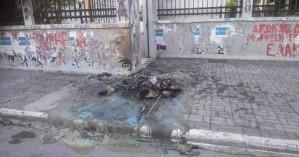 Έκαψαν κάδους απορριμμάτων στην Πλατεία Ευαγγελίστριας (φωτο)